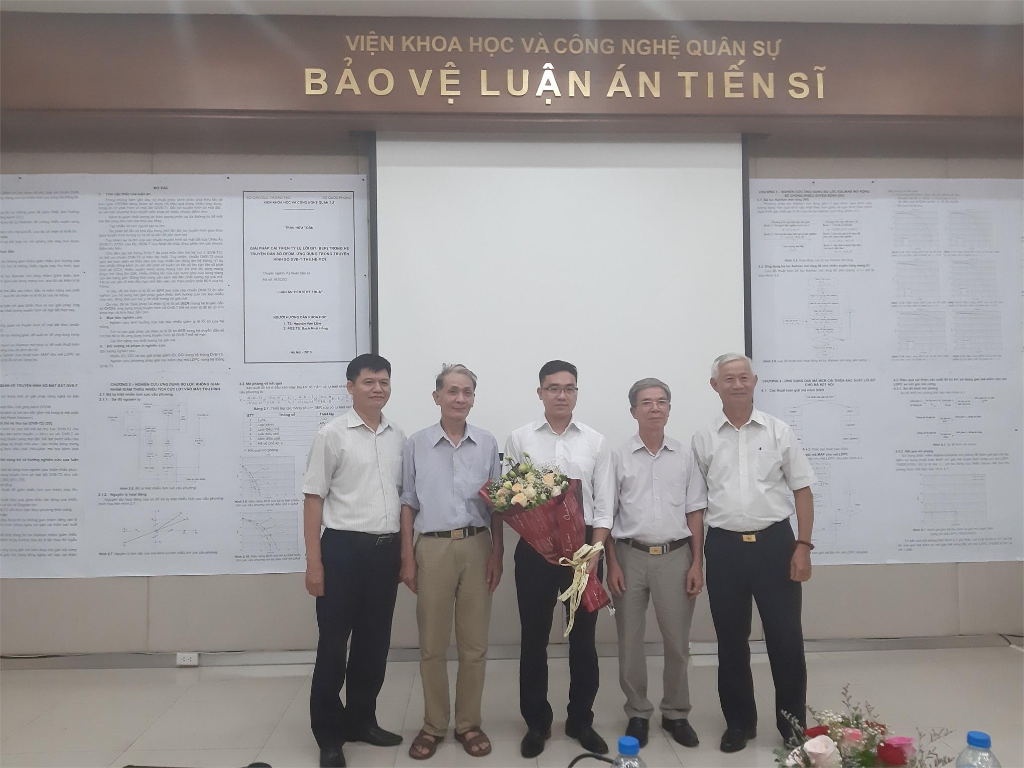 Chúc mừng đ/c Trần Hữu Toán, Giảng viên/Chuyên viên Trung tâm đào tạo Sau đại học Bảo vệ thành công luận án Tiến sĩ chuyên ngành Kỹ thuật Điện tử tại Viện Khoa học và Công nghệ Quân sự.