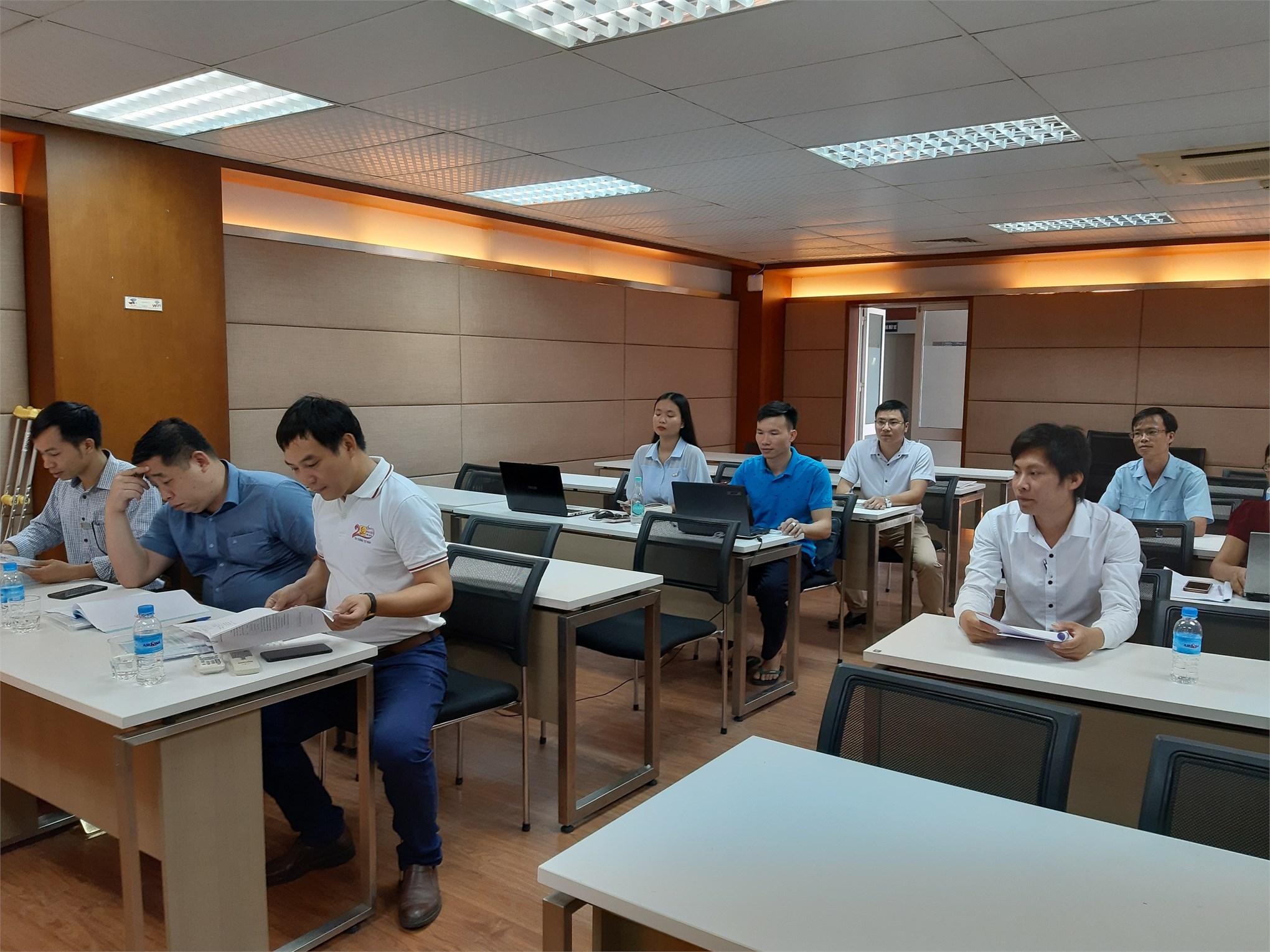 Tổ chức thẩm định đề cương luận văn thạc sĩ, chuyên ngành Kỹ thuật Điện cho các học viên Cao học khóa 8 đợt 1 (2018-2020)