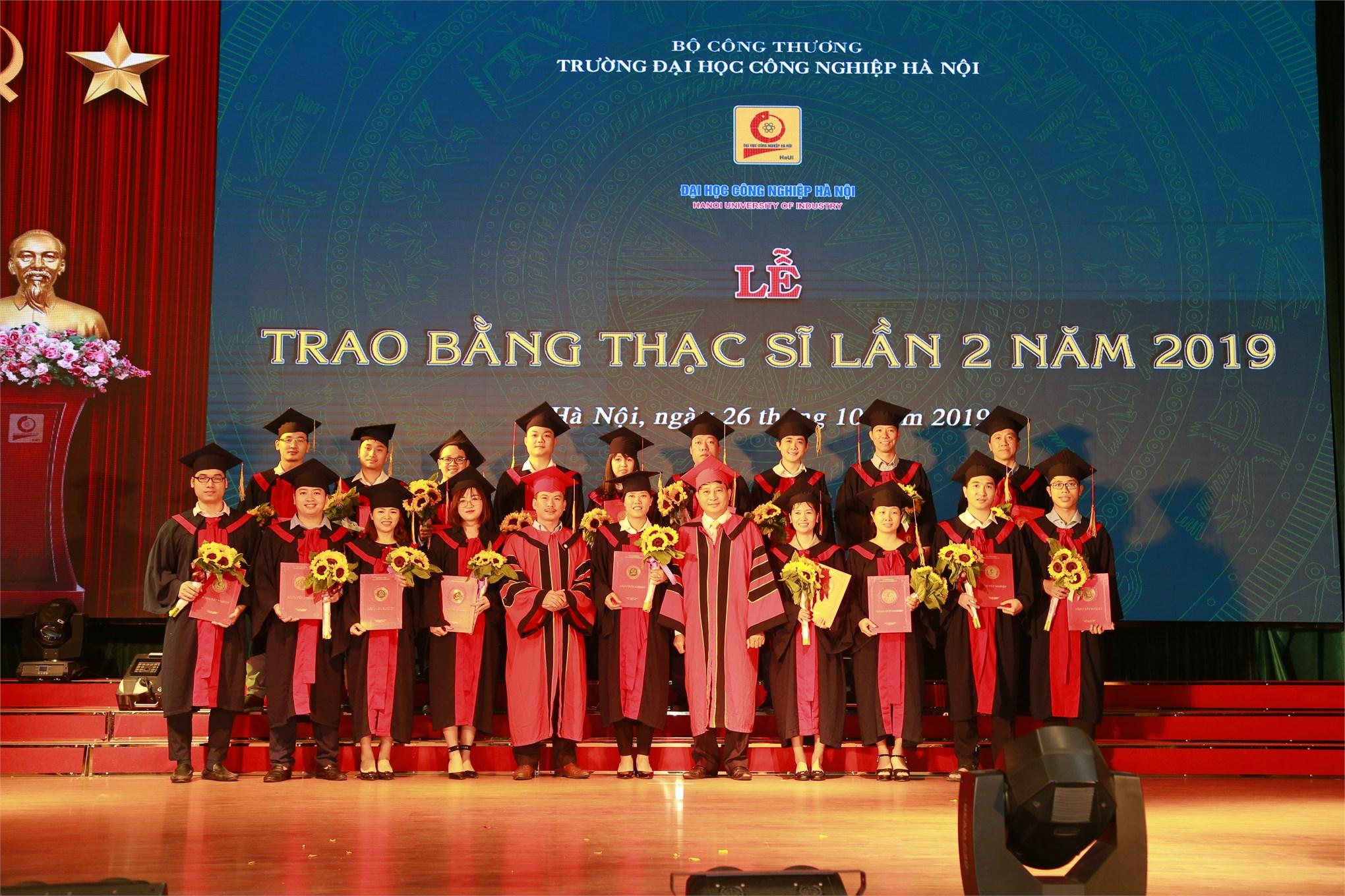 Lễ trao trao bằng thạc sĩ cho 127 tân thạc sĩ cao học khóa 7 đợt 2 (2017-2019).
